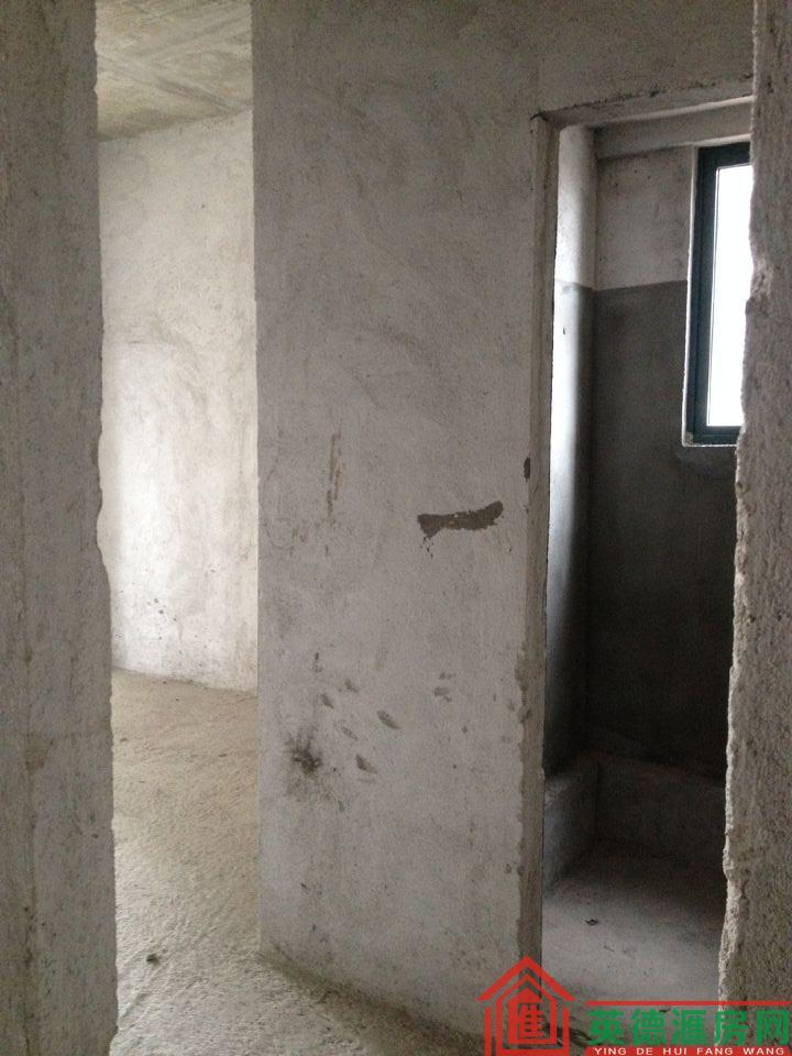 维港半岛旁边的廉价电梯3房